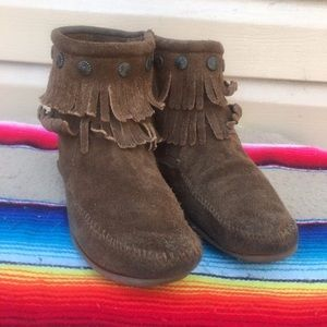 Minnetonka Brown Suede Fringe Ankle Boot Size 7